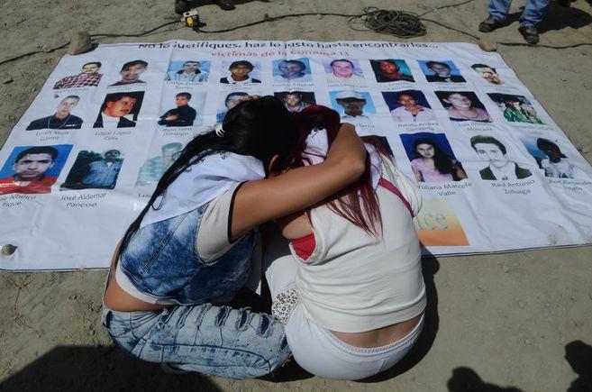 El tribunal de paz criticó las trabas y demoras que ha habido para adelantar la búsqueda de los desaparecidos en la Comuna 13 en Medellín.