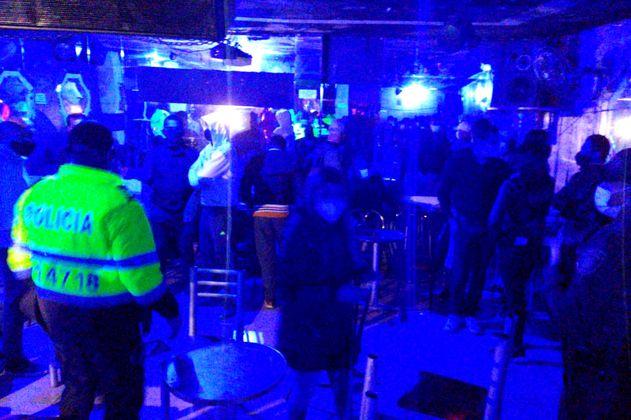 Vuelve y juega: autoridades en Bogotá descubren otra fiesta clandestina con 35 personas
