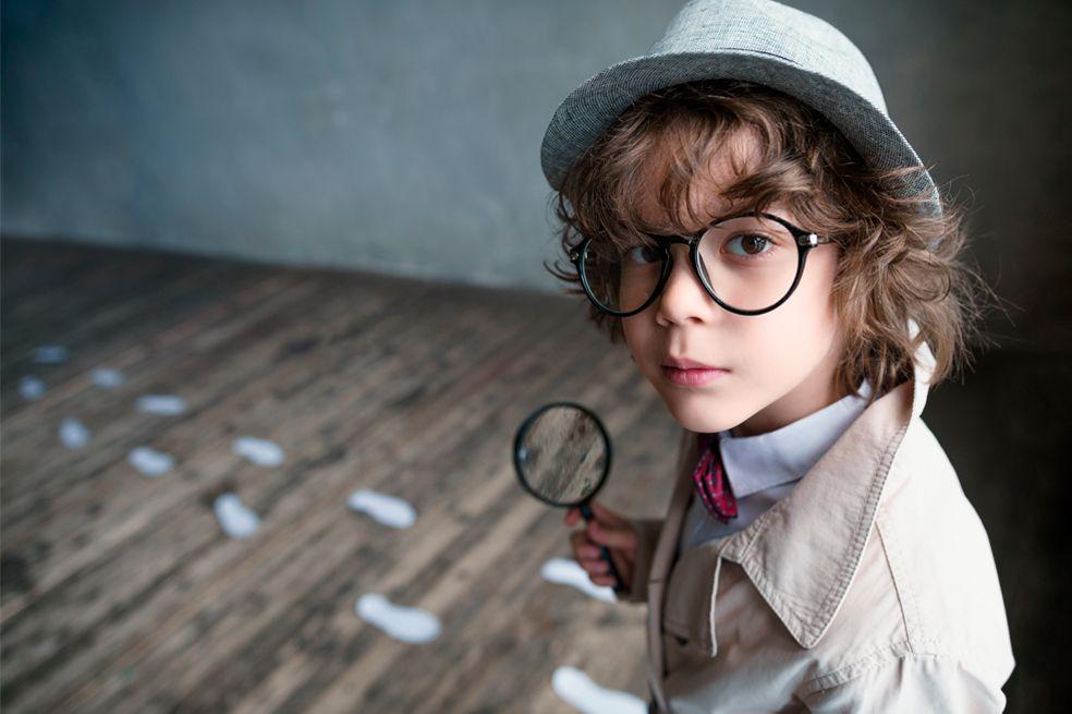 Niño inspector, niño preguntón, niño lleno de preguntas