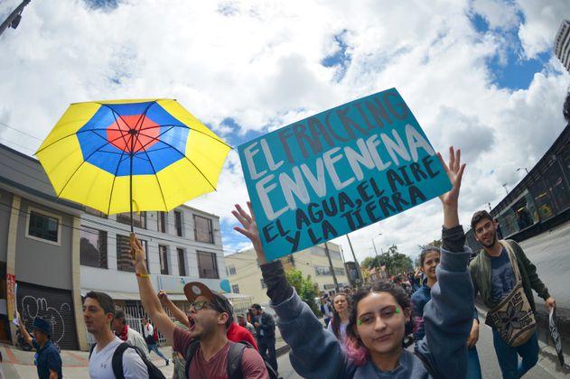 Oposición exige a Gobierno Duque frenar pilotos de fracking