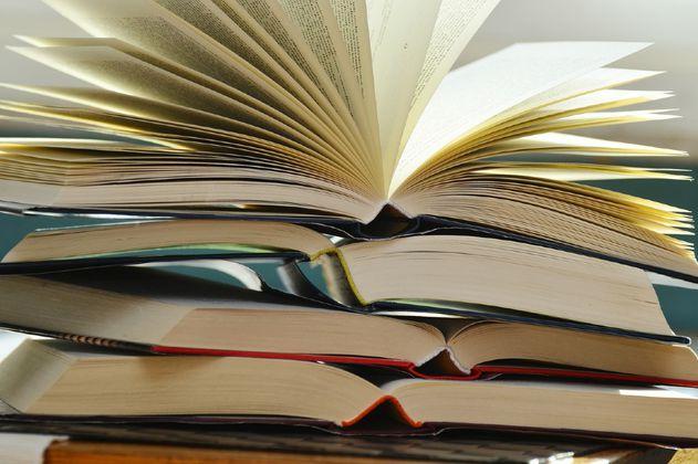 """¿Un libro es un """"bien esencial"""" en confinamiento? La respuesta en Colombia sería..."""