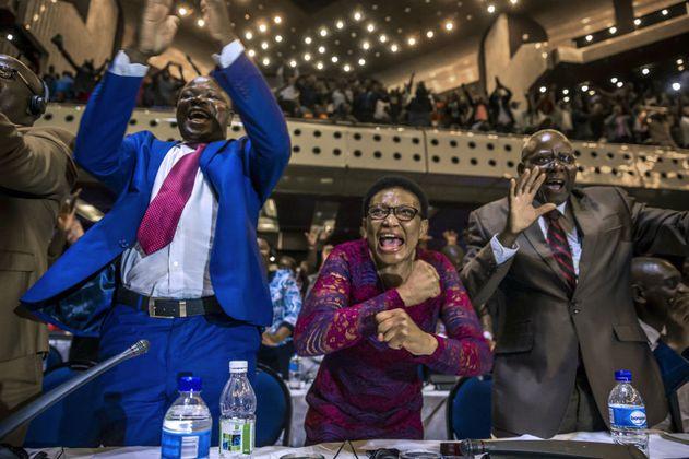 La extraña decisión del presidente de Zimbabwe