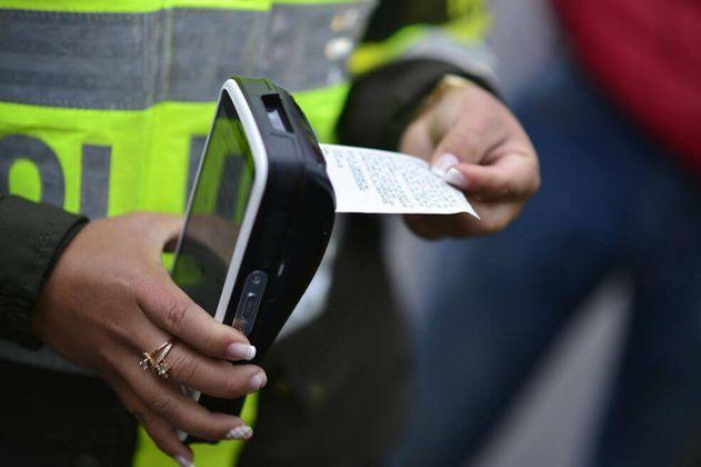 Policía de Tránsito adquiere nuevos equipos electrónicos para imponer comparendos en Bogotá