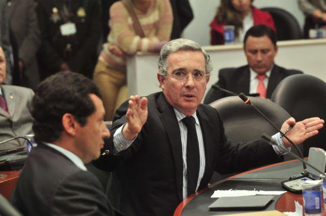 Por qué la Corte Suprema ordenó enviar al senador Álvaro Uribe a casa por  cárcel? | EL ESPECTADOR