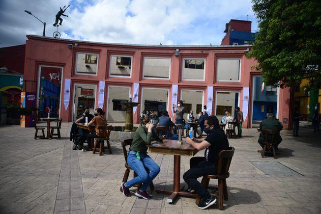 ¿Qué dice el decreto que cobraría a los restaurantes por uso del espacio público?