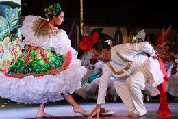 Festival del Bambuco: tradición, gastronomía, música y baile