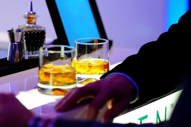 ¿$31 millones por un vaso de whisky? Eso fue lo que pagó un turista chino en Suiza