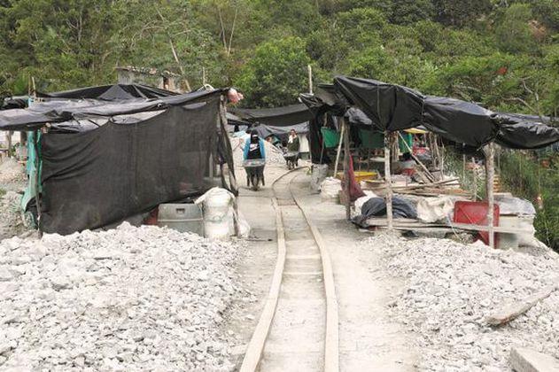 Mineros de Segovia denunciaron persecución sindical y homicidios ante la JEP