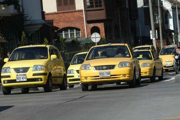 Eliminarían pico y placa a taxis de Bogotá que sean eléctricos o a gas y tengan tabletas