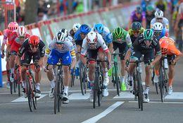 Vuelta a España: Sam Bennett es descalificado y Pascal Ackermann gana la etapa 9