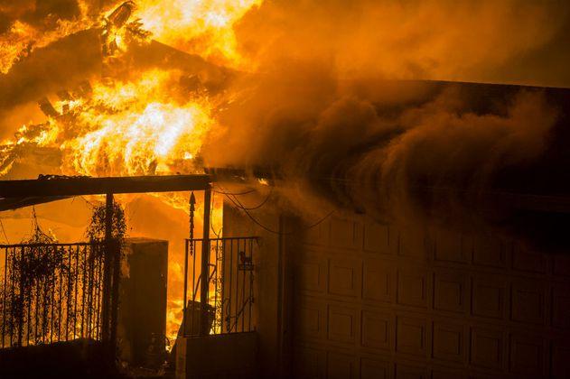 """Infierno en el """"Paraíso"""": sube a nueve el saldo de muertes en incendio en California"""