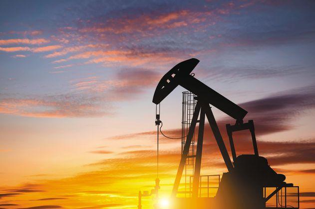 Petróleo a US$100: turbulento viaje de ida y vuelta