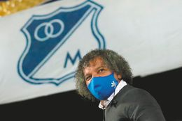 Sonríe el embajador: Alberto Gamero renovó su contrato con Millonarios