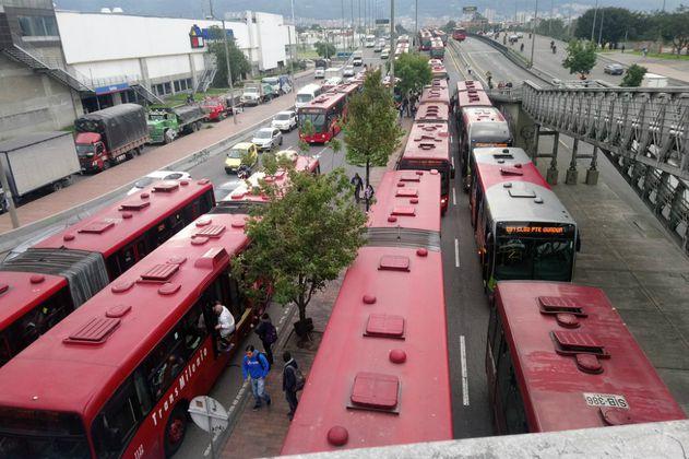 Articulado de Transmilenio arrolló a un peatón en la calle 80 de Bogotá