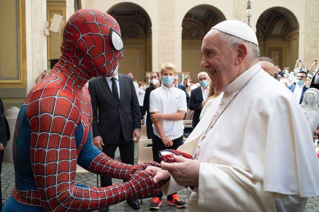 El papa Francisco recibió a Spiderman en el Vaticano, ¿qué le dijo?