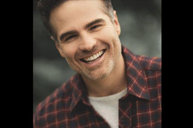 """""""No me termino de amar"""". El actor Roberto Manrique confiesa que es gay."""