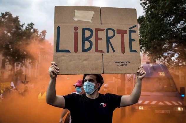 En imágenes: las impresionantes protestas contra el pasaporte sanitario en Francia