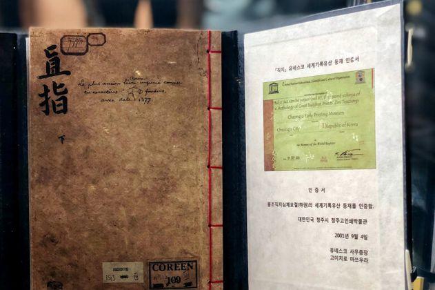 Corea dona una réplica del libro más antiguo del mundo al Archivo de Bogotá