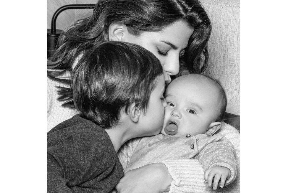 Desde que la presentadora de Día a Día se convirtió en madre, ha compartido en redes sociales diferentes momentos de ese proceso tan especial, sobre todo con Salvador, su hijo menor, quien nació con tortícolis gestacional.