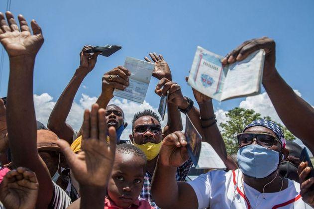 Emergencia en Necoclí, miles de migrantes permaneces represados