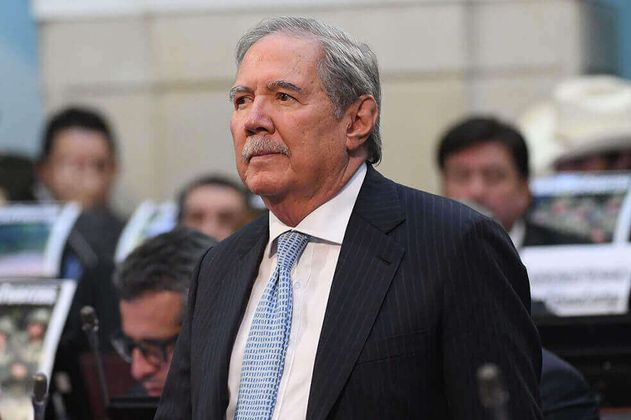 Exministro Botero pide a la Fiscalía ser interrogado por bombardeo en Caquetá