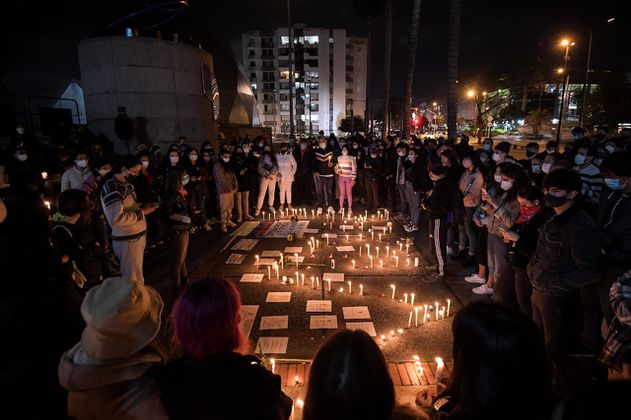 En imágenes: con velatón se rechazó el abuso policial en Bogotá