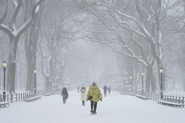 En fotos: Poderosa tormenta de nieve azota Nueva York y el noreste de EE. UU.