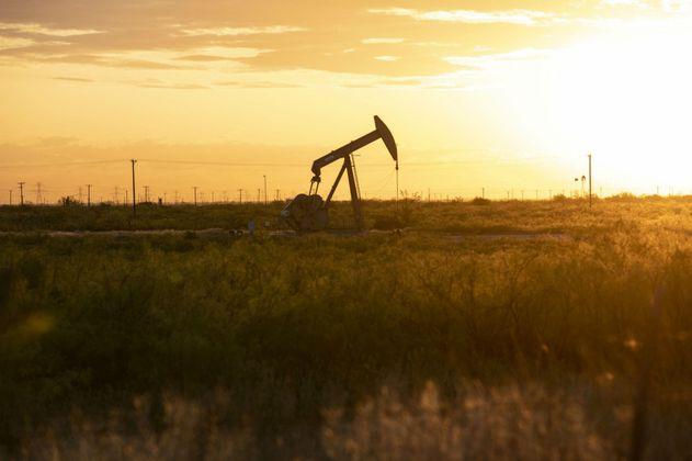 Petróleo vuelve a subir tras previsiones optimistas de la OPEP