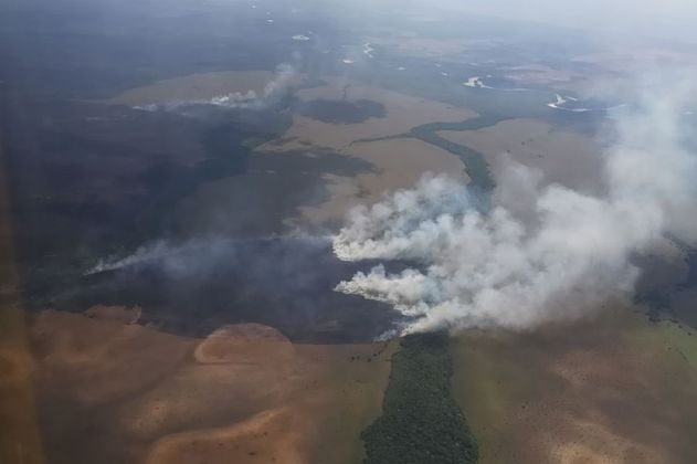 Así buscan extinguir del todo el incendio en El Tuparro