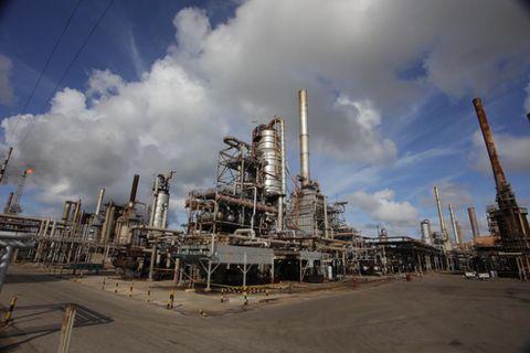 Maduro acusa a Colombia de atacar con misil refinería de Amuay   EL  ESPECTADOR