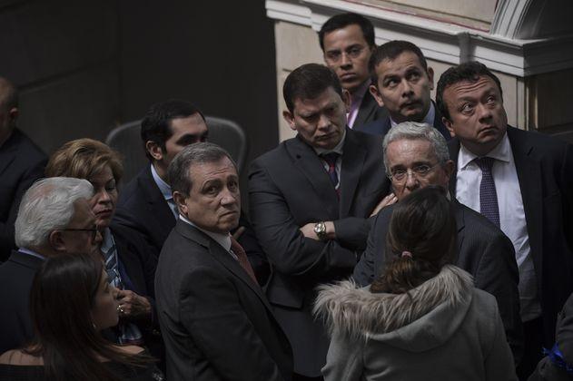 Uribe, a defender su investidura por votar las objeciones a la JEP