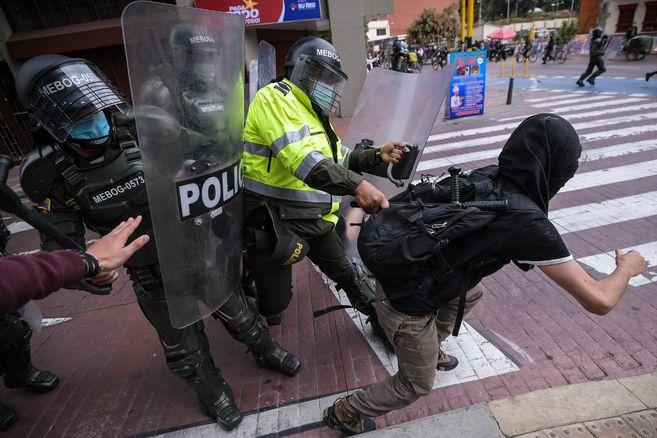 En Parlamento Británico critican casos de abuso policial en Colombia | EL  ESPECTADOR