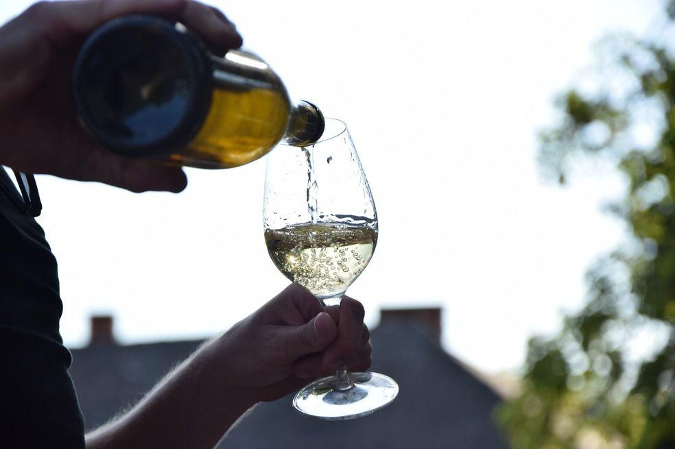 Cambia el horario de la copa de vino de la noche al mediodía, para después del almuerzo.