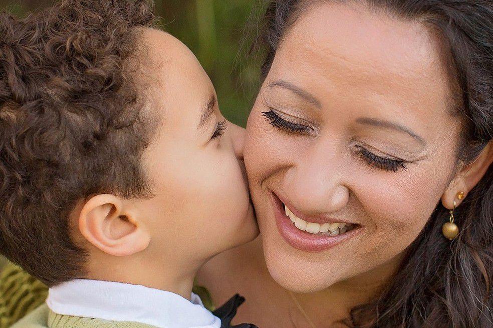 maternidad, madre, beso, responsabilidades
