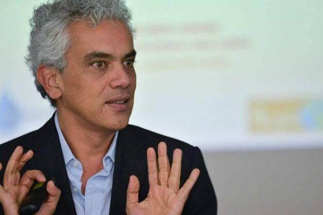 Exministro de Medio Ambiente Ricardo Lozano es el nuevo cónsul en Londres