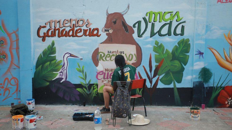 Entre los murales hay mensajes de paz, reconciliación y exigencias para el cuidado del medio ambiente.