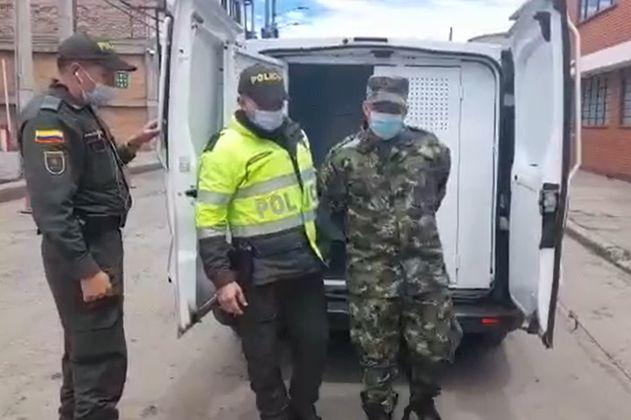 Hombre vestido de soldado fue capturado cerca al Ministerio de Defensa