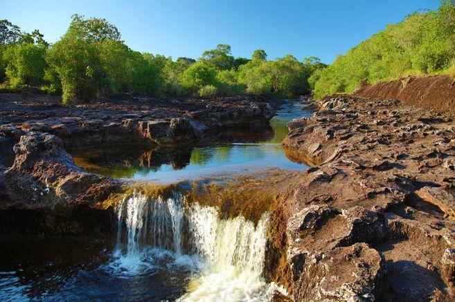 A ocho kilómetros de San José del Guaviare, los viajeros pueden zambullirse en los pozos naturales, unas piscinas que han sido talladas en las rocas por el agua.
