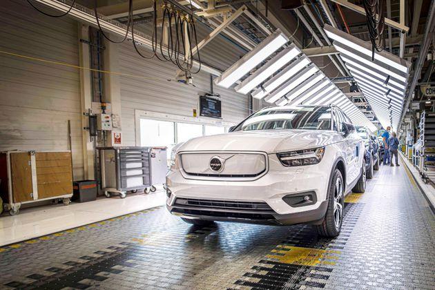 Volvo explora equipar carros con acero libre de fósiles