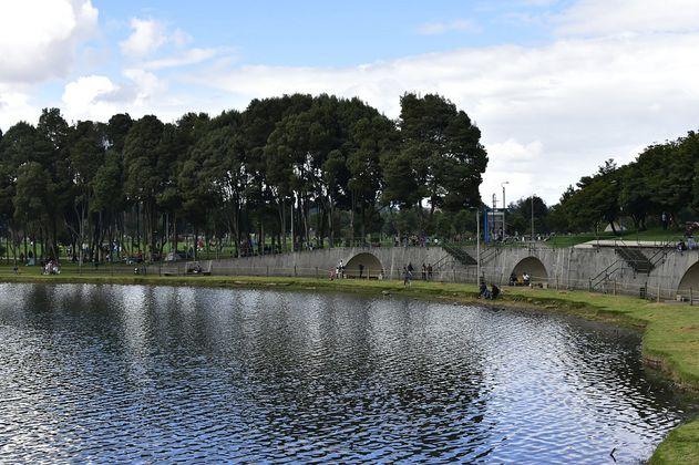 Hallan un cadáver en el lago del parque Simón Bolívar en Bogotá