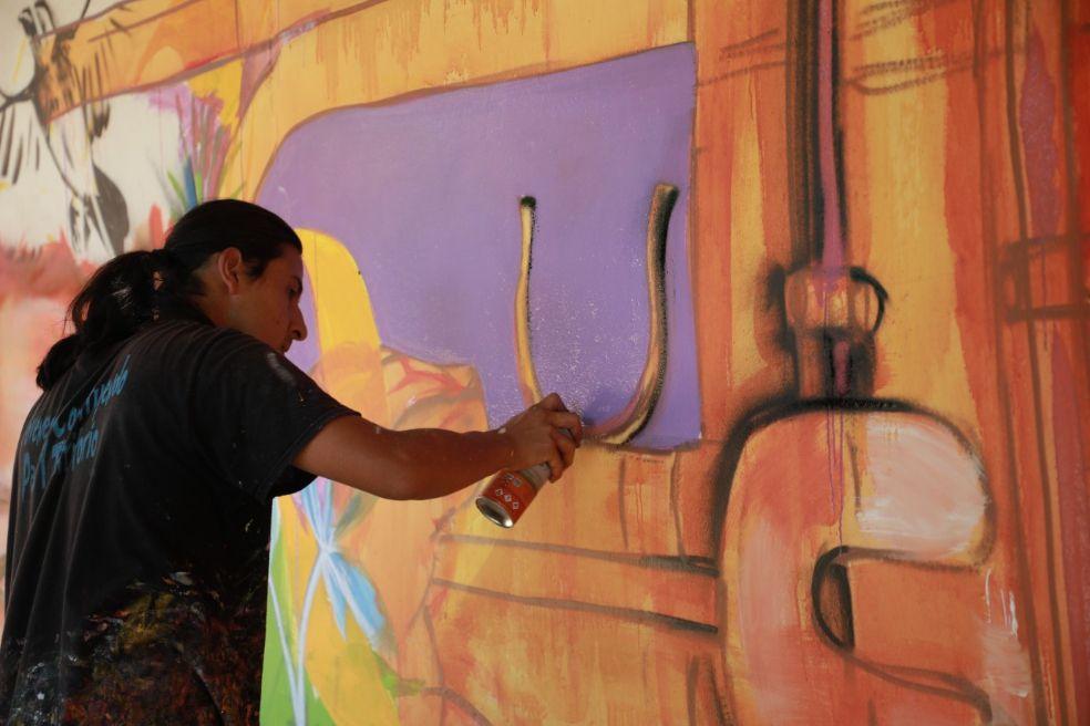 Duván Estrada, muralista formado como artista plástico en la Universidad de Los Andes.