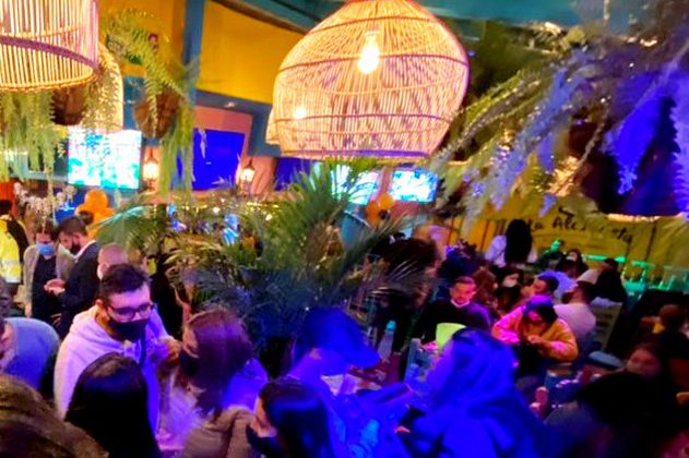 Escondidos hasta en las terrazas: descubren fiestas clandestinas de Halloween en Bogotá