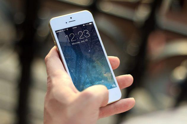 Arrestan a mujer por acosar a su cita y enviarle 65.000 mensajes de texto