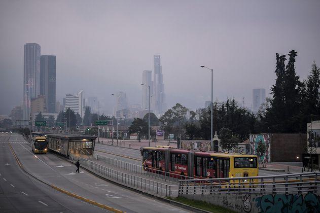 Las malas condiciones del aire persisten en Bogotá, pese a restricción de vehículos