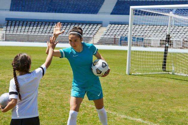 """""""La Tierra del Nuevo Fútbol"""": la campaña de Nike que lidera Natalia Gaitán"""