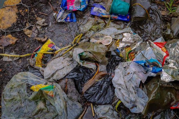 Condones y pañitos: productos que taponan el alcantarillado de Bogotá en San Valentín