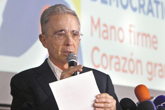 """Conclusiones de Fiscalía en el caso Uribe """"fueron acomodadas"""": abogado de Cepeda"""