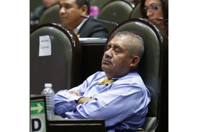 La justificación del diputado mexicano que se quedó dormido en sesión de la Cámara