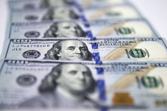 Beginning, variations and closing of the dollar price in Colombia today April 15