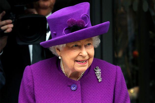 Los 5 looks más coloridos de la reina Isabel II que seguro querrás conocer